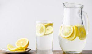 Ce spun expertii despre apa cu lamaie?
